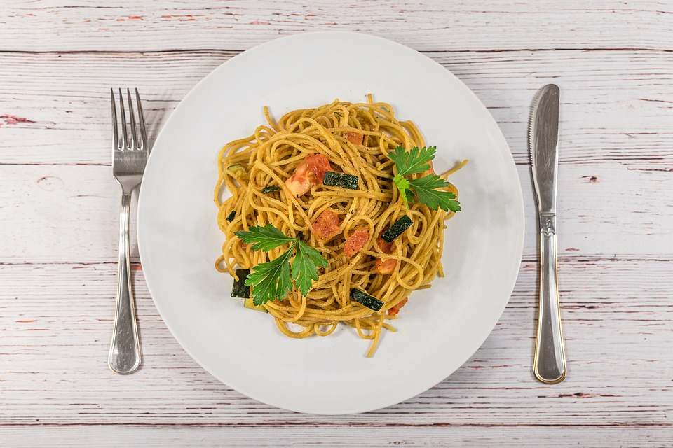 how to cook jollof spaghetti with vegetables