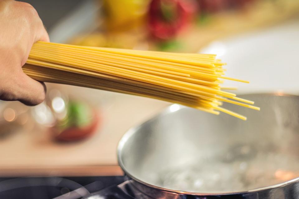 how to cook jollof spaghetti